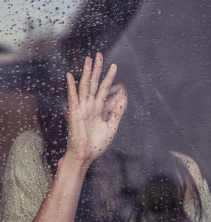 femme pleure